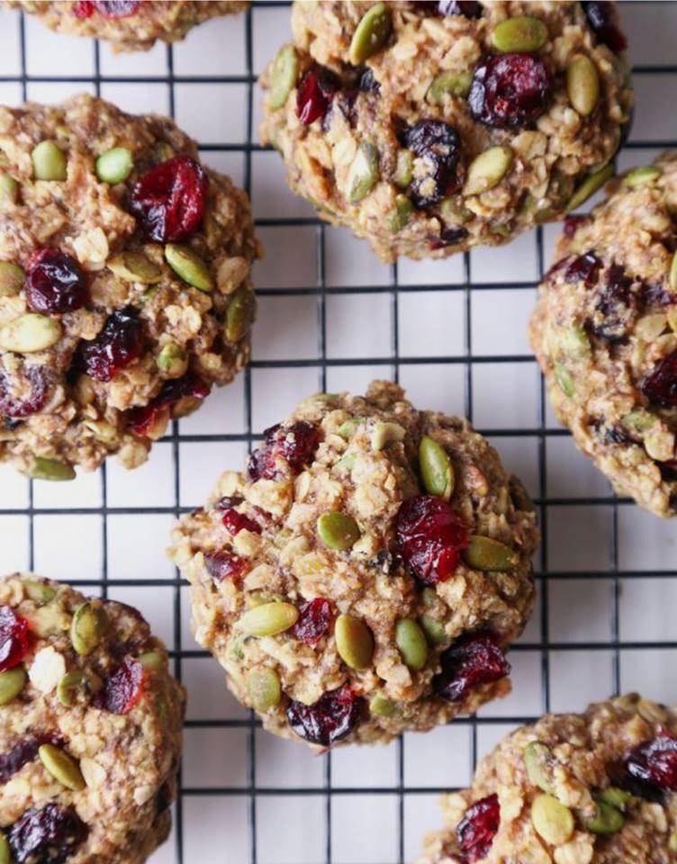 Szybki przepis na przekąskę okołotreningową – ciastka owsiane